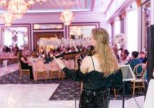 modern female violinist