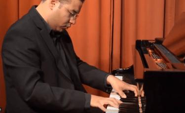 Dwight, Pianist