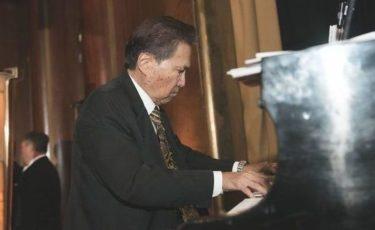 Winston, Pianist