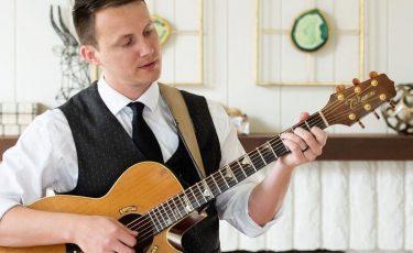 Levi, Guitarist/Singer